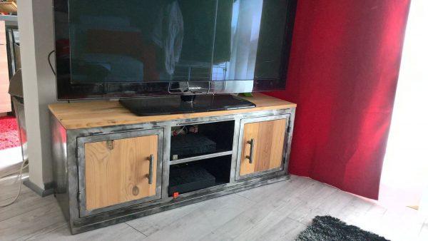 Meuble TV en métal et bois, modèle CONCEPT