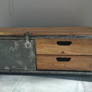 Meuble TV en métal et bois, modèle GUN MACHINE