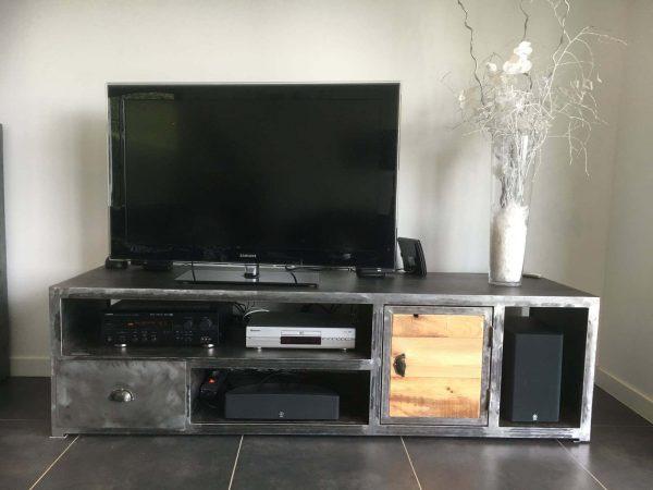 Meuble TV en métal et bois modèle HERO