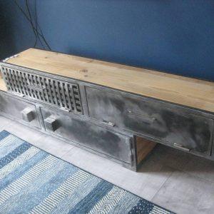 Meuble TV en métal et bois modèle KULTURE