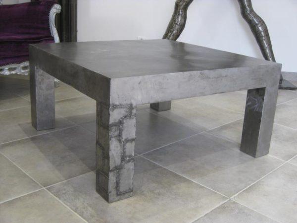 Table basse modèle UNCHAINED