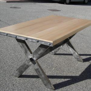 Table de salle à manger en métal et bois modèle METROPOLITAN