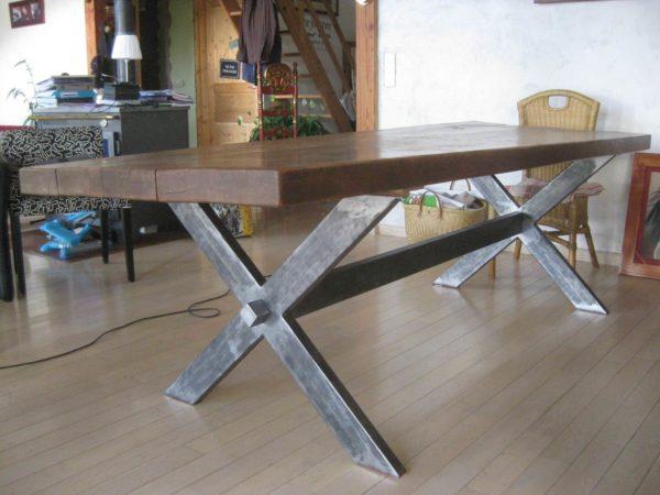 Table de salle à manger en métal et bois modèle STREET